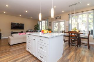 Photo 5: 1268/1270 Walnut St in : Vi Fernwood Full Duplex for sale (Victoria)  : MLS®# 865774