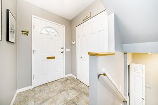 """Photo 3: 8834 LARKFIELD Drive in Burnaby: Forest Hills BN Townhouse for sale in """"Primrose Hill"""" (Burnaby North)  : MLS®# R2498974"""
