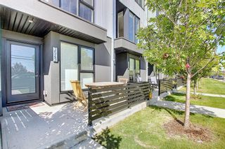 Photo 2: 3543 69 Street NW in Calgary: Bowness Row/Townhouse for sale : MLS®# A1023919