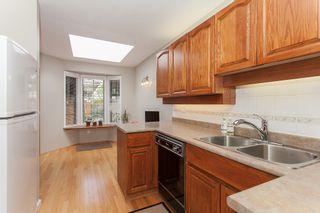 Photo 8: 4 15148 20 Avenue in Surrey: Sunnyside Park Surrey Townhouse for sale (South Surrey White Rock)  : MLS®# R2158269