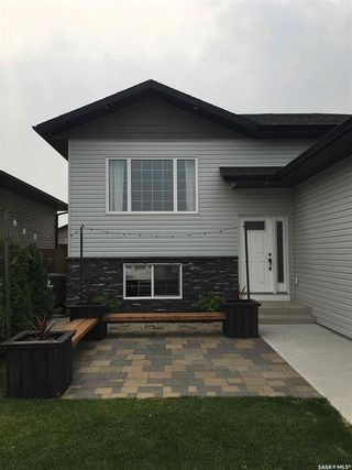Photo 2: 333 Rigmor Street in Warman: Residential for sale : MLS®# SK847108