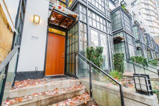 """Photo 1: 1243 SEYMOUR Street in Vancouver: Downtown VW Townhouse for sale in """"elan"""" (Vancouver West)  : MLS®# R2519042"""
