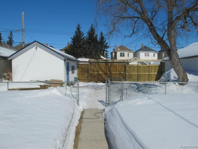 Photo 2: Photos:  in WINNIPEG: North End Residential for sale (North West Winnipeg)  : MLS®# 1404958