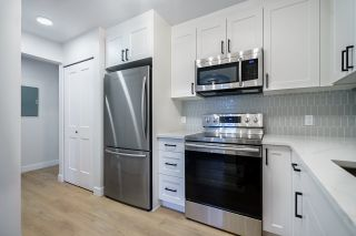 """Photo 3: 201 3638 RAE Avenue in Vancouver: Collingwood VE Condo for sale in """"RAINTREE GARDENS"""" (Vancouver East)  : MLS®# R2537788"""