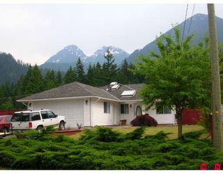 Photo 1: 20054 BIRCH Place in Hope: Hope Silver Creek House for sale : MLS®# H2902368