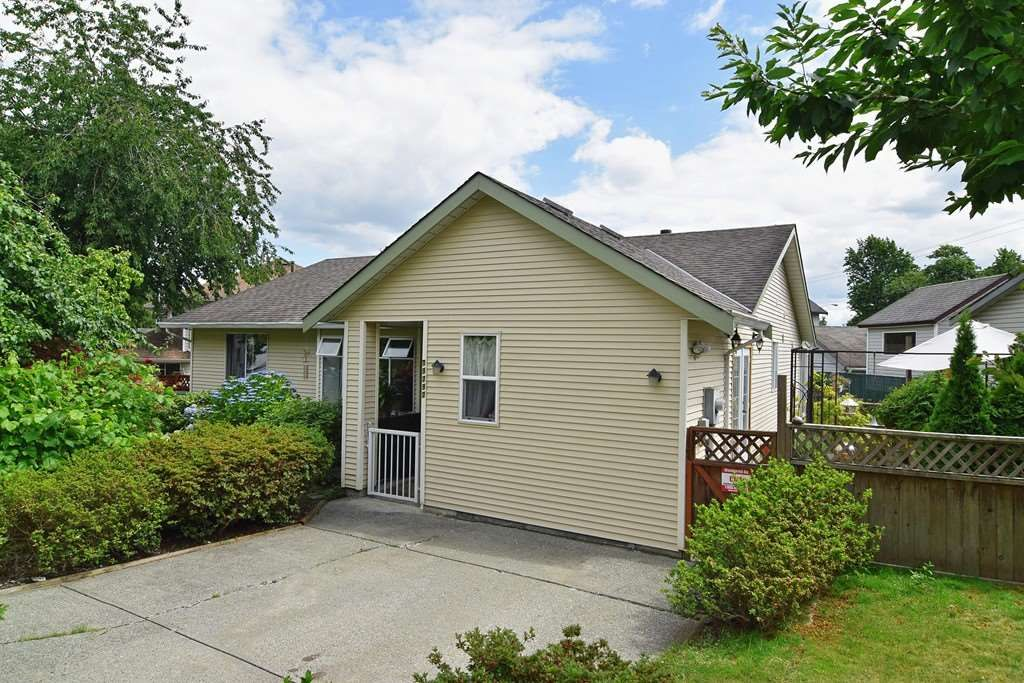 Main Photo: 19292 63A AVENUE in Surrey: Clayton House for sale (Cloverdale)  : MLS®# R2091337