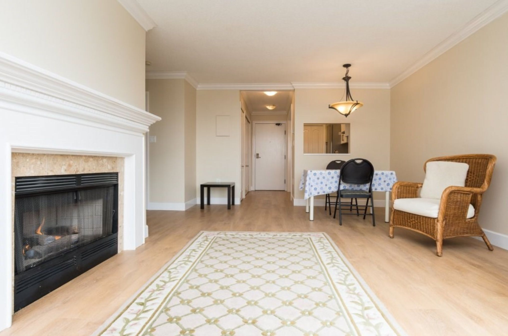 Photo 8: Photos: 410, 15111 Russell Avenue: White Rock Condo for sale (South Surrey White Rock)  : MLS®# R2152299