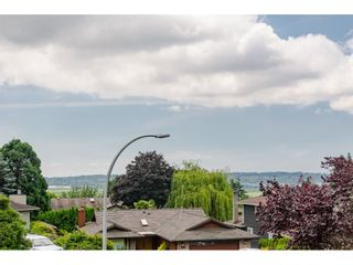Photo 17: 18265 57A Avenue in Surrey: Cloverdale BC House for sale (Cloverdale)  : MLS®# R2443848