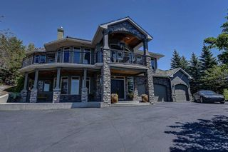Photo 2: 251 Slopeview Drive SW in Calgary: Springbank Hill Detached for sale : MLS®# A1132385