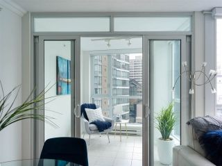 """Photo 10: 1006 1189 MELVILLE Street in Vancouver: Coal Harbour Condo for sale in """"The Melville"""" (Vancouver West)  : MLS®# R2519341"""