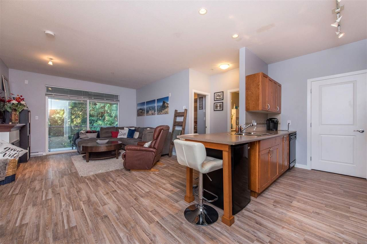 """Photo 3: Photos: 309 33318 E BOURQUIN Crescent in Abbotsford: Central Abbotsford Condo for sale in """"NATURES GATE"""" : MLS®# R2530844"""