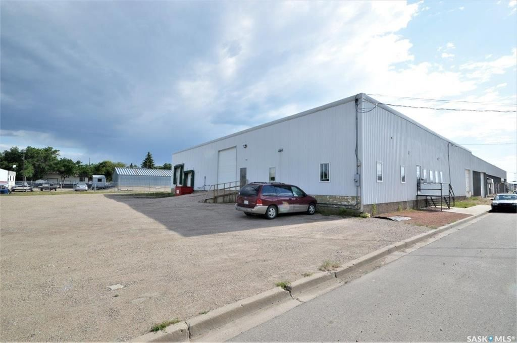 Main Photo: 754 Fairford Street West in Moose Jaw: Central MJ Commercial for sale : MLS®# SK860749