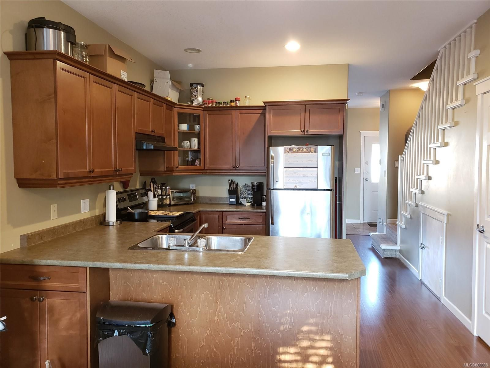 Photo 7: Photos: 105 2787 1st St in Courtenay: CV Courtenay City House for sale (Comox Valley)  : MLS®# 860068