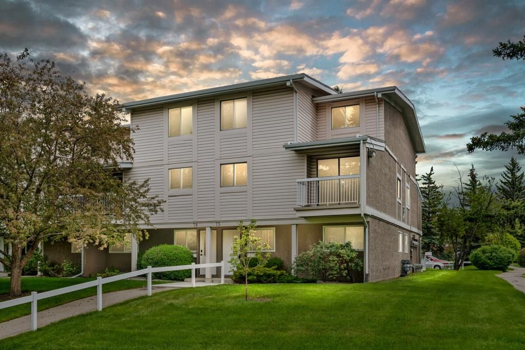 Main Photo: 75 3015 51 Street SW in Calgary: Glenbrook Row/Townhouse for sale : MLS®# A1118534