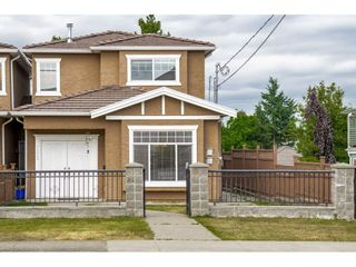 Photo 1: 7522 1ST Street in Burnaby: East Burnaby 1/2 Duplex for sale (Burnaby East)  : MLS®# R2381527