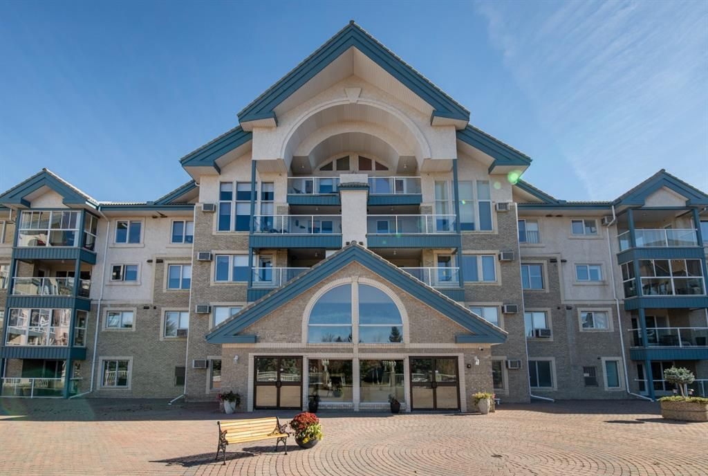 Main Photo: 404 7239 Sierra Morena Boulevard SW in Calgary: Signal Hill Apartment for sale : MLS®# A1153307