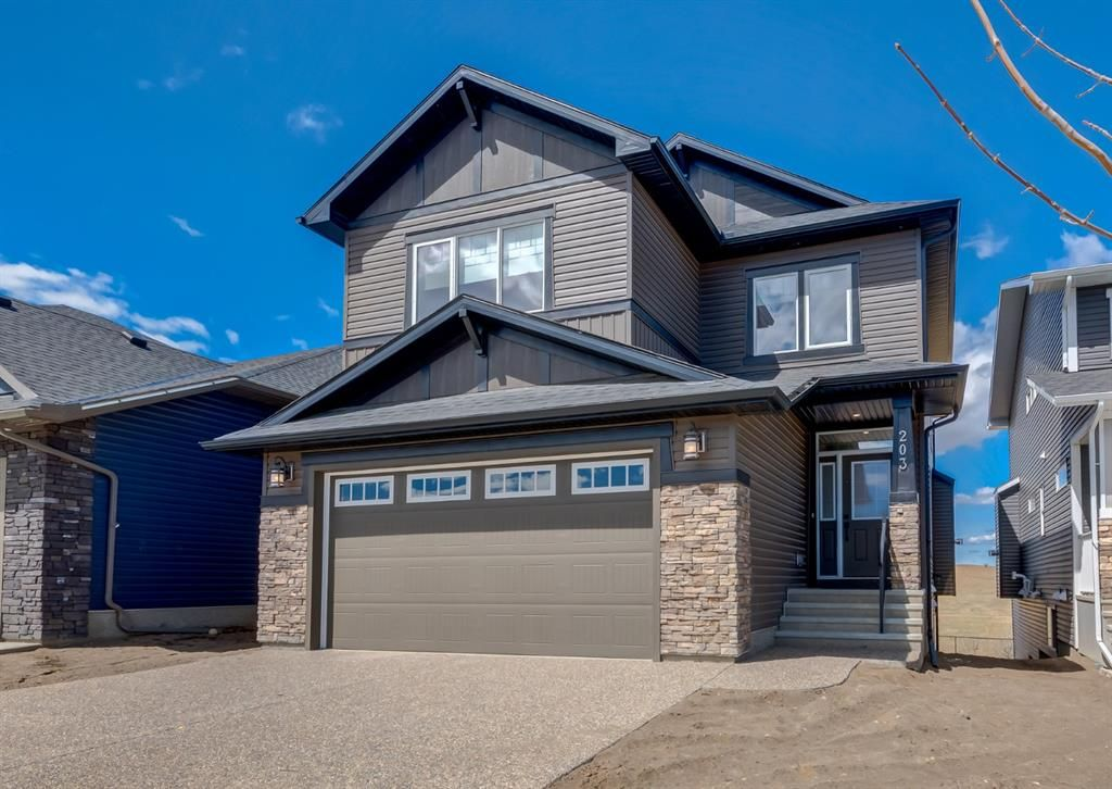 Main Photo: 203 Crestridge Hill SW in Calgary: Crestmont Detached for sale : MLS®# A1105863