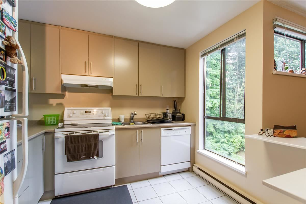 """Photo 7: Photos: 301 9125 CAPELLA Drive in Burnaby: Simon Fraser Hills Townhouse for sale in """"Mountainwood"""" (Burnaby North)  : MLS®# R2387950"""