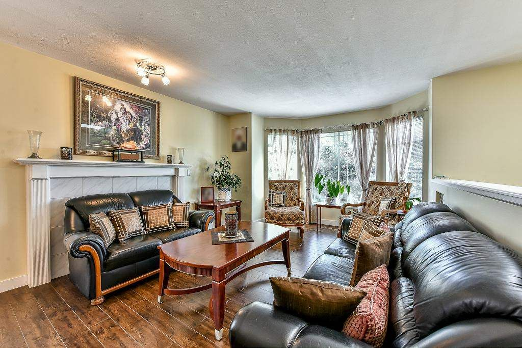 Photo 3: Photos: 15727 81A Avenue in Surrey: Fleetwood Tynehead House for sale : MLS®# R2074657