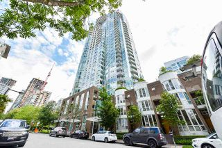 """Photo 1: 2002 1500 HORNBY Street in Vancouver: Yaletown Condo for sale in """"888 BEACH"""" (Vancouver West)  : MLS®# R2461920"""