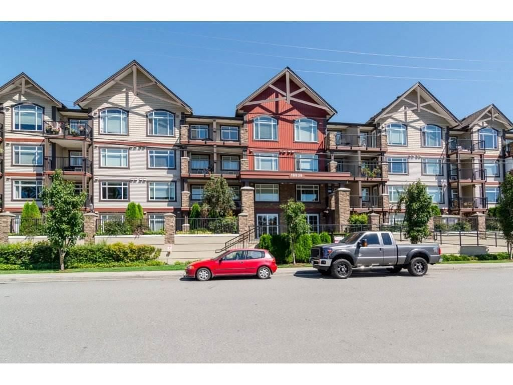 """Main Photo: 403 19939 55A Avenue in Langley: Langley City Condo for sale in """"Madison Crossing"""" : MLS®# R2139259"""