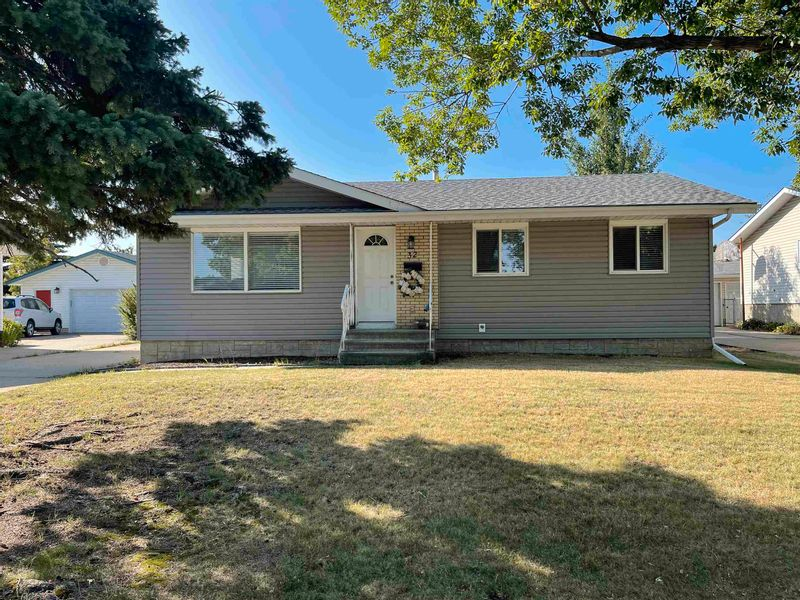 FEATURED LISTING: 32 ROSEWOOD Drive Sherwood Park