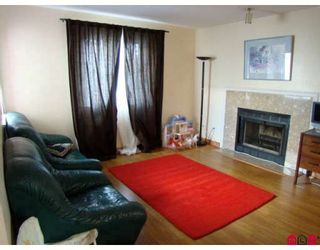 """Photo 2: 170 10077 156TH Street in Surrey: Guildford Townhouse for sale in """"Guildford Park"""" (North Surrey)  : MLS®# F2804645"""