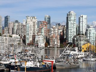 """Photo 3: 404 1510 W 1ST Avenue in Vancouver: False Creek Condo for sale in """"MARINERS POINT"""" (Vancouver West)  : MLS®# V919317"""