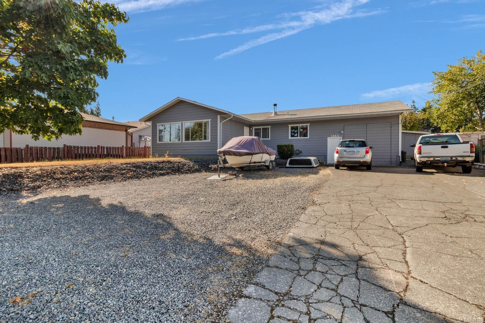 Main Photo: 1863 Cheviot Rd in : CR Campbell River Central House for sale (Campbell River)  : MLS®# 884788