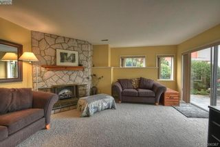 Photo 16: 9 300 Plaskett Pl in VICTORIA: Es Saxe Point House for sale (Esquimalt)  : MLS®# 784553