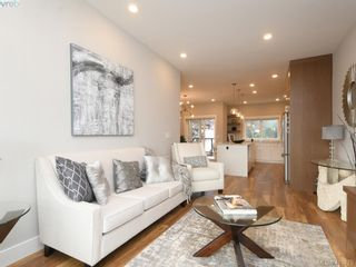 Photo 3: 11 4355 Viewmont Ave in VICTORIA: SW Royal Oak Row/Townhouse for sale (Saanich West)  : MLS®# 830246