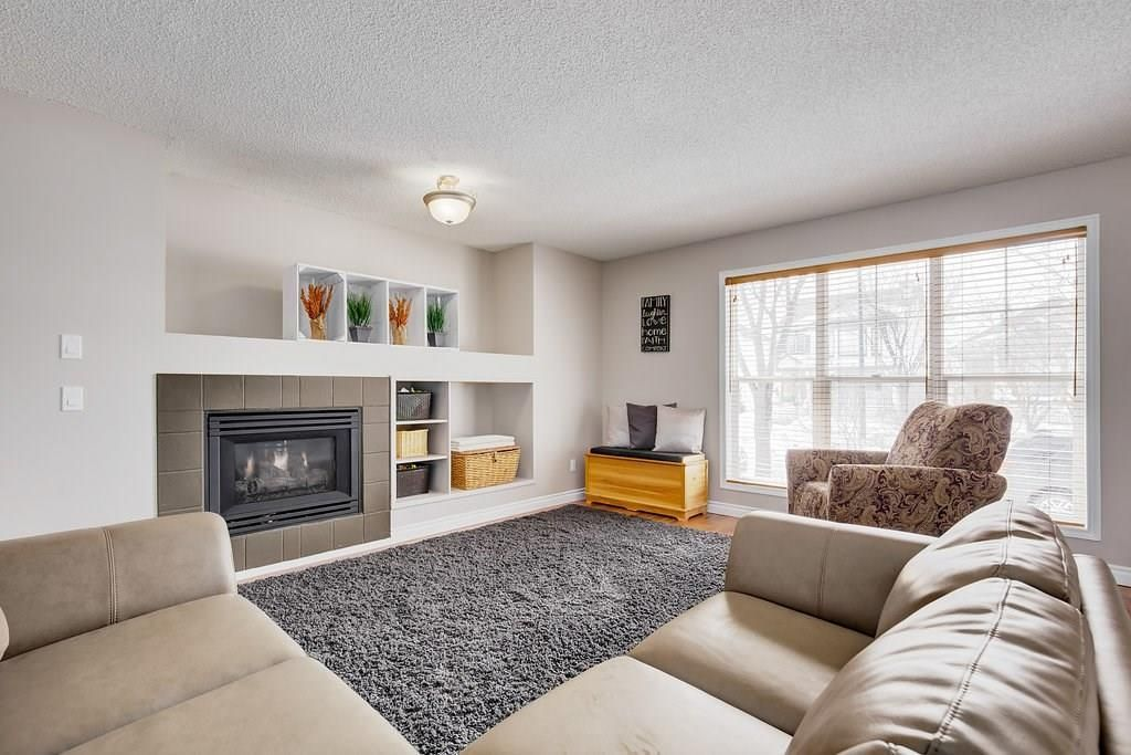 Photo 4: Photos: 32 INVERNESS Boulevard SE in Calgary: McKenzie Towne House for sale : MLS®# C4175544