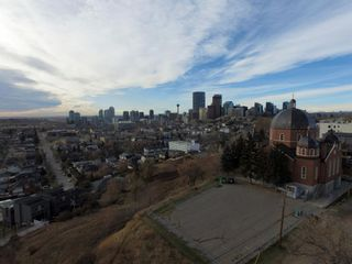 Photo 3: 717 7 Avenue NE in Calgary: Renfrew Detached for sale : MLS®# A1060104