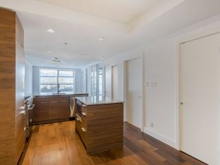 """Photo 3: 204 4375 W 10TH Avenue in Vancouver: Point Grey Condo for sale in """"The Varsity"""" (Vancouver West)  : MLS®# R2552003"""