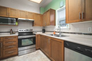 "Photo 3: 506 2800 CHESTERFIELD Avenue in North Vancouver: Upper Lonsdale Condo for sale in ""Somerset Garden"" : MLS®# R2472780"