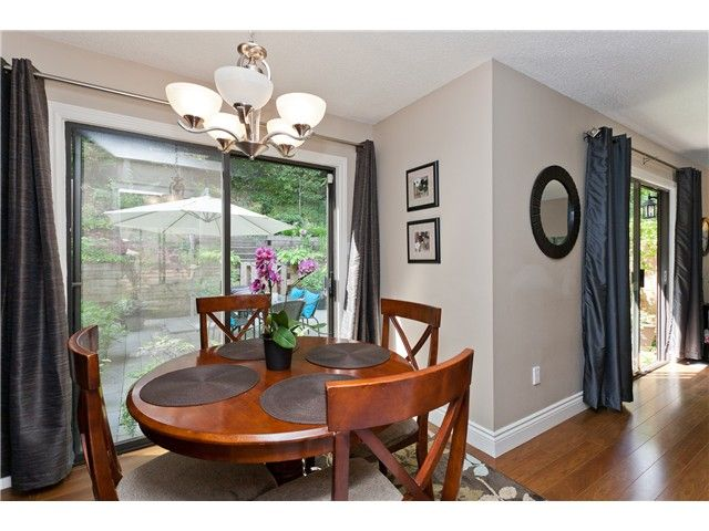 "Photo 7: Photos: 411 CARDIFF Way in Port Moody: College Park PM Townhouse for sale in ""EAST HILL"" : MLS®# V1021161"