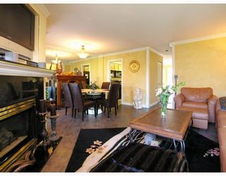 """Photo 4: 9 2118 EASTERN Avenue in North_Vancouver: Central Lonsdale Townhouse for sale in """"Bowling Green"""" (North Vancouver)  : MLS®# V767193"""