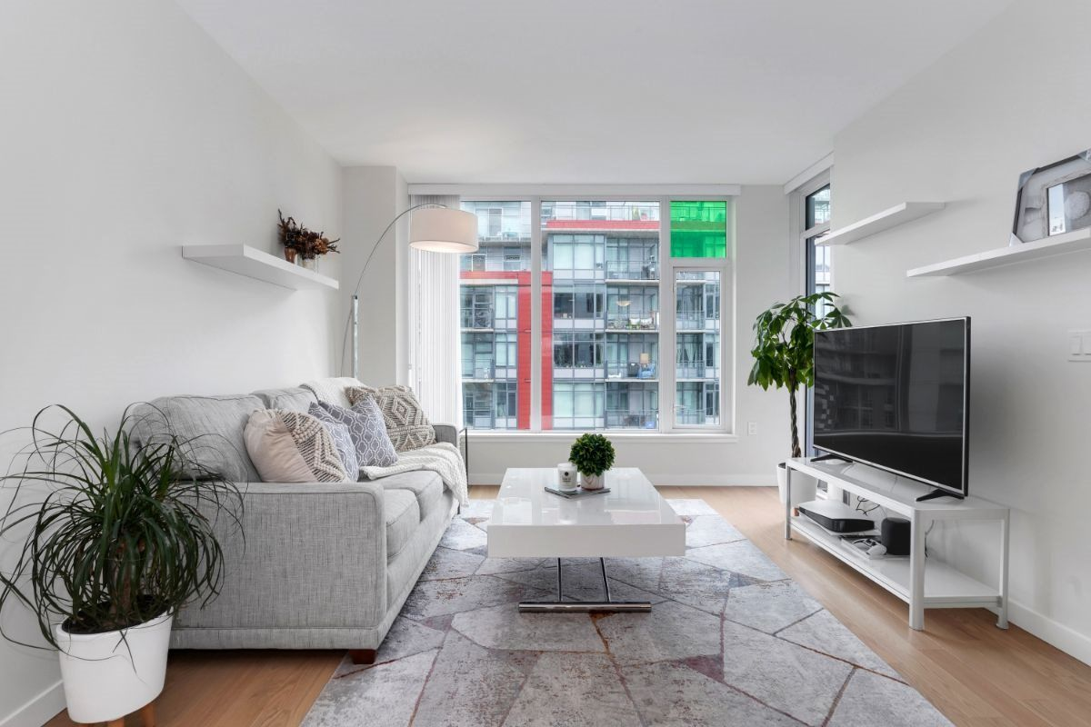 """Main Photo: 804 1708 ONTARIO Street in Vancouver: Mount Pleasant VE Condo for sale in """"Pinnacle on the Park"""" (Vancouver East)  : MLS®# R2545079"""