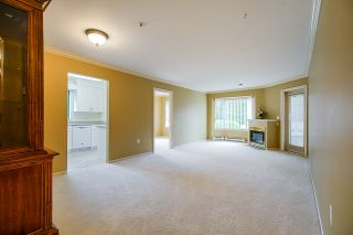 "Photo 5: 202 1569 EVERALL Street: White Rock Condo for sale in ""Seawynd Manor"" (South Surrey White Rock)  : MLS®# R2513338"