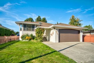 Photo 1: 19383 CUSICK Crescent in Pitt Meadows: Mid Meadows House for sale : MLS®# R2617633