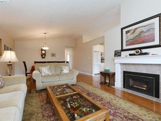 Photo 3: 1 901 Kentwood Lane in VICTORIA: SE Broadmead Row/Townhouse for sale (Saanich East)  : MLS®# 835547
