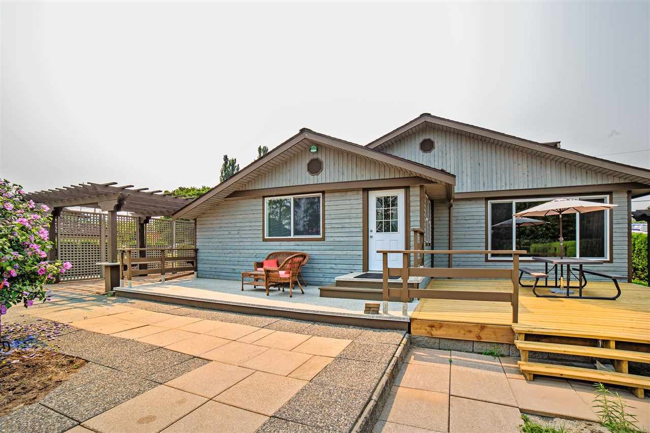 """Main Photo: 8462 BENBOW Street in Mission: Hatzic House for sale in """"Hatzic Lake"""" : MLS®# R2193888"""
