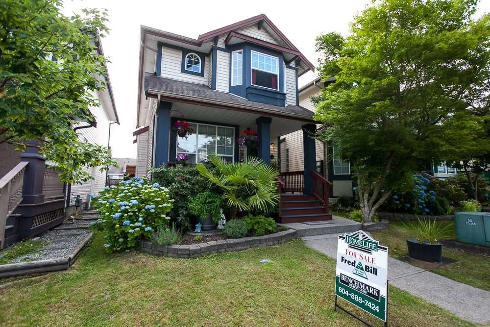 """Main Photo: 8688 207 Street in Langley: Walnut Grove House for sale in """"Discovery Towne"""" : MLS®# R2077292"""