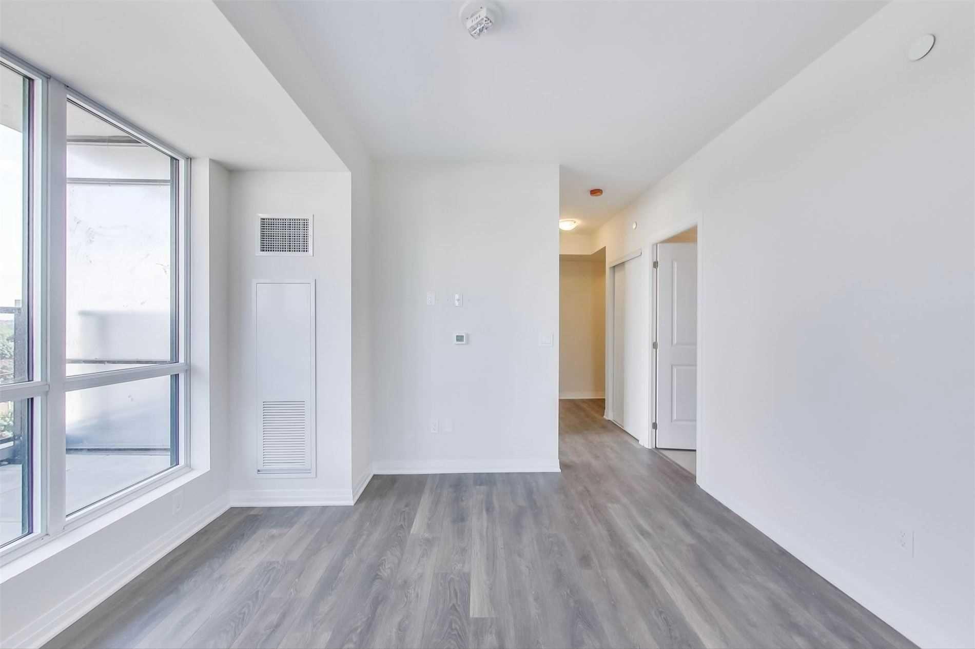 Photo 4: Photos: 711 2301 Danforth Avenue in Toronto: East End-Danforth Condo for lease (Toronto E02)  : MLS®# E4816624