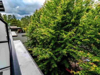 "Photo 12: 404 7418 BYRNEPARK Walk in Burnaby: South Slope Condo for sale in ""GREEN"" (Burnaby South)  : MLS®# R2466553"