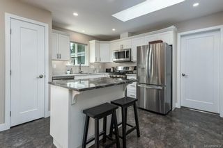 Photo 3: 3487 Beachwood Rd in : CV Courtenay City House for sale (Comox Valley)  : MLS®# 885437
