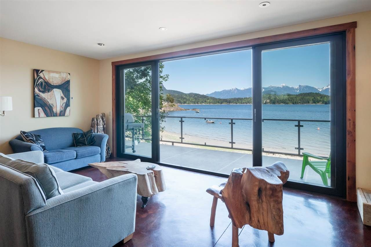"Main Photo: 1512 TIDEVIEW Road in Gibsons: Gibsons & Area House for sale in ""LANGDALE"" (Sunshine Coast)  : MLS®# R2535465"