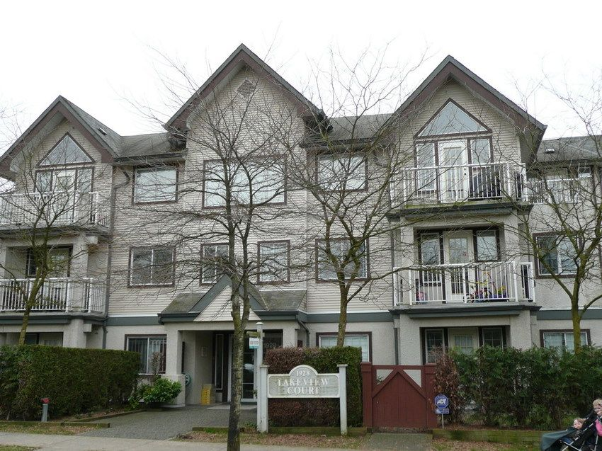 Main Photo: 304 1928 East 11th Ave in Vancouver: Home for sale : MLS®# V693739