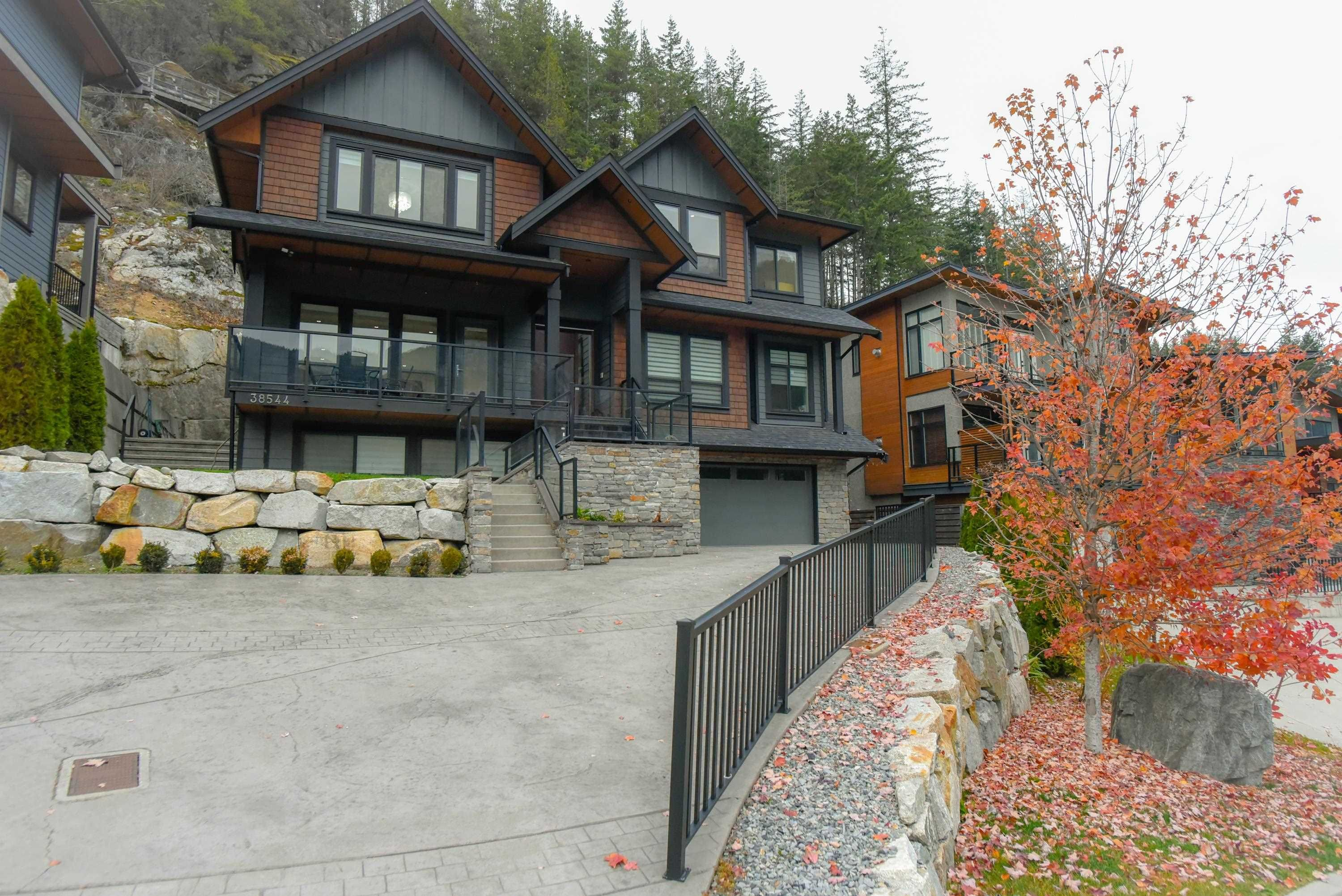 """Main Photo: 38544 SKY PILOT Drive in Squamish: Plateau House for sale in """"CRUMPIT WOODS"""" : MLS®# R2618584"""