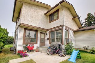 Photo 1: 1 75 TEMPLEMONT Way NE in Calgary: Temple Row/Townhouse for sale : MLS®# A1138832